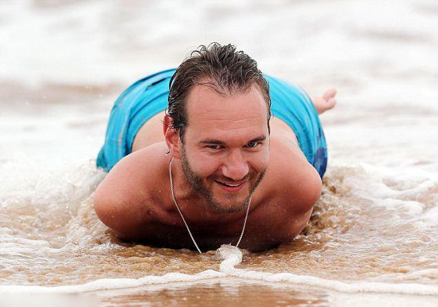 无四肢男子传递正能量 海上冲浪结婚生子(图) - 大雪无痕 - WY互联友吧、信息资讯之家!