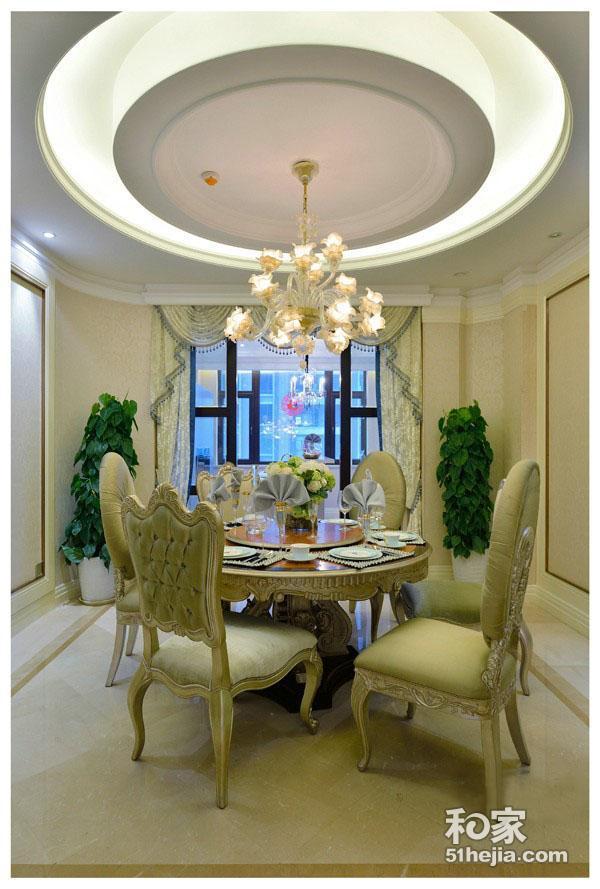 罗马柱,华丽的欧式水晶吊灯,体现出奢华的尊贵与荣耀.   优美