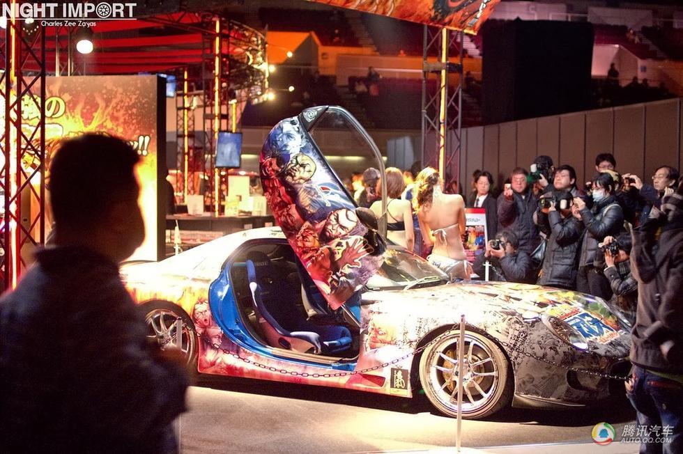 日本改装车展大玩cosplay 情趣蕾丝秀美臀