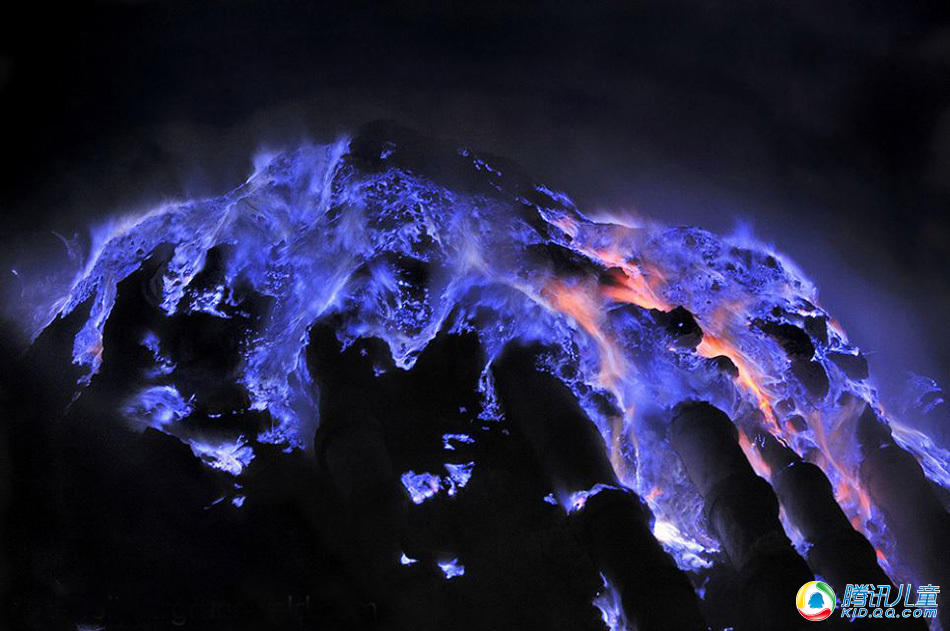 印尼火山喷发 蓝色火焰壮美似星云 - luodangyun2010 - luodangyun2010的博客