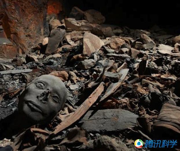 被埋藏的木乃伊:考古学家在帝王谷挖掘一座墓穴遗址时,发现了至少