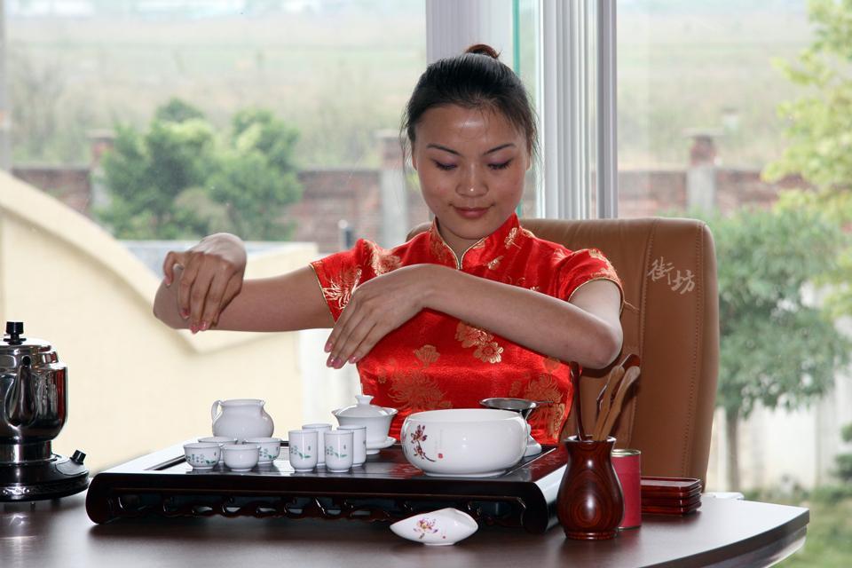 给广东首富恒大许家印泡茶的潮州女孩 - 安防监控系统 - 安防专家组的博客