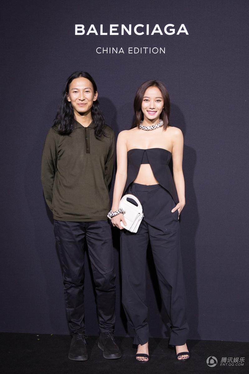 装秀,与姚晨、倪妮、李宇春等几位明星也以不同风格的着装轮番登