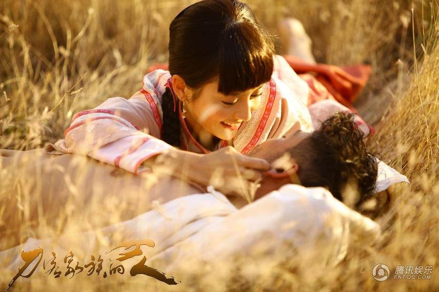杨烁佟丽娅《客》上演激情戏 草地一吻定情