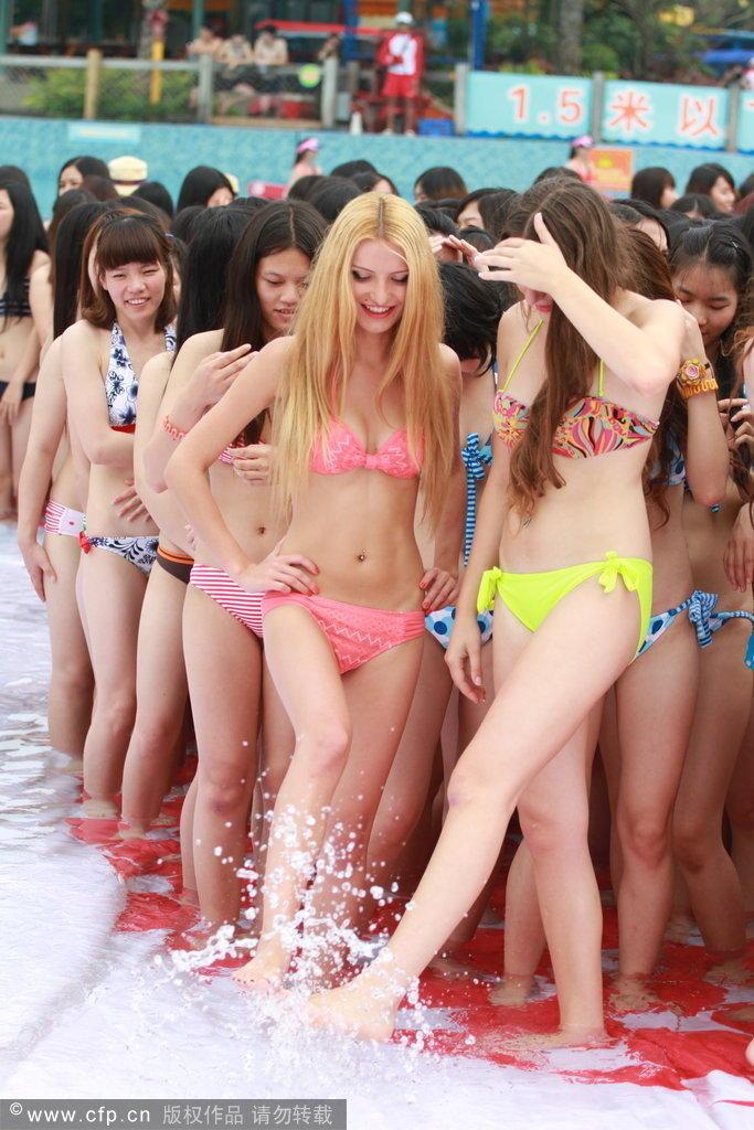 数千泳装美女秀身材(图)    2014年5月18日,当日,广州长隆水上乐园,数