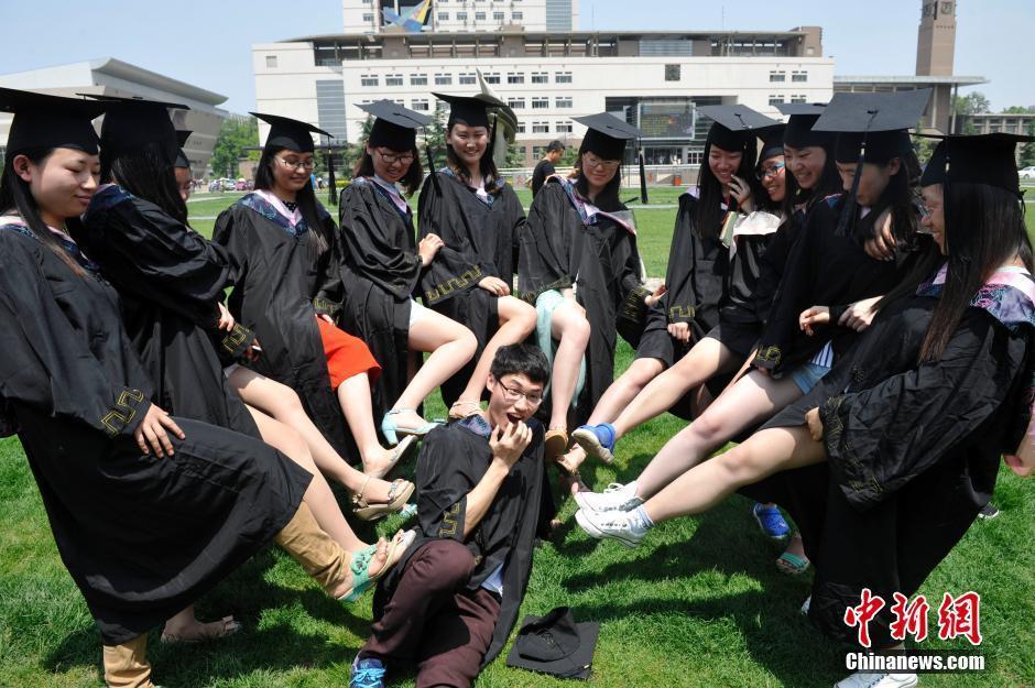 【山西大学】山西大学生拍个性毕业照致青春 | 成都图片