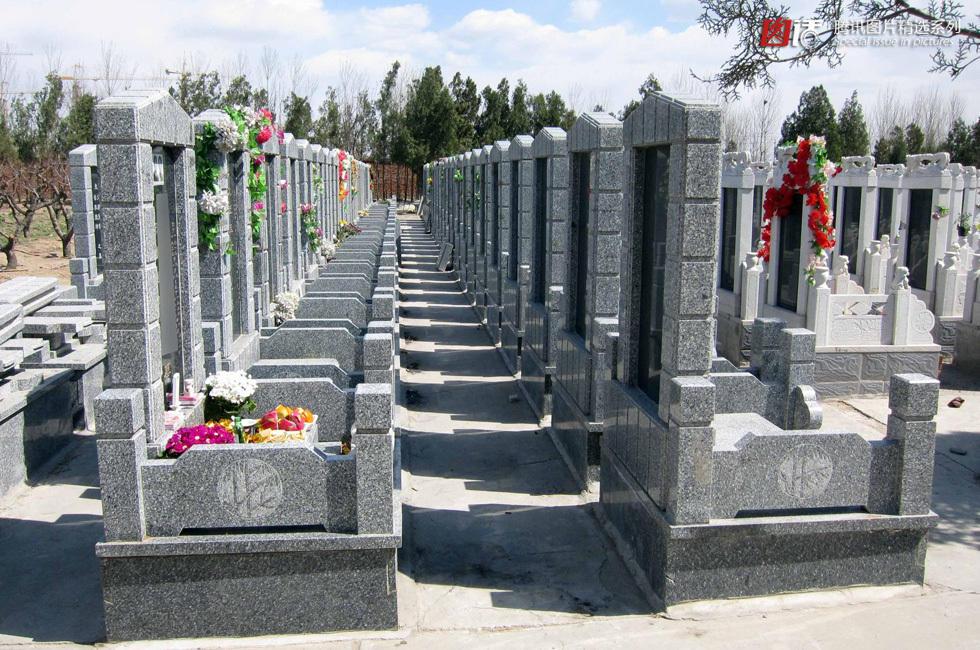 """小产权墓"""".在北京,很多人买不起北京墓地,不得不转战周边的河"""