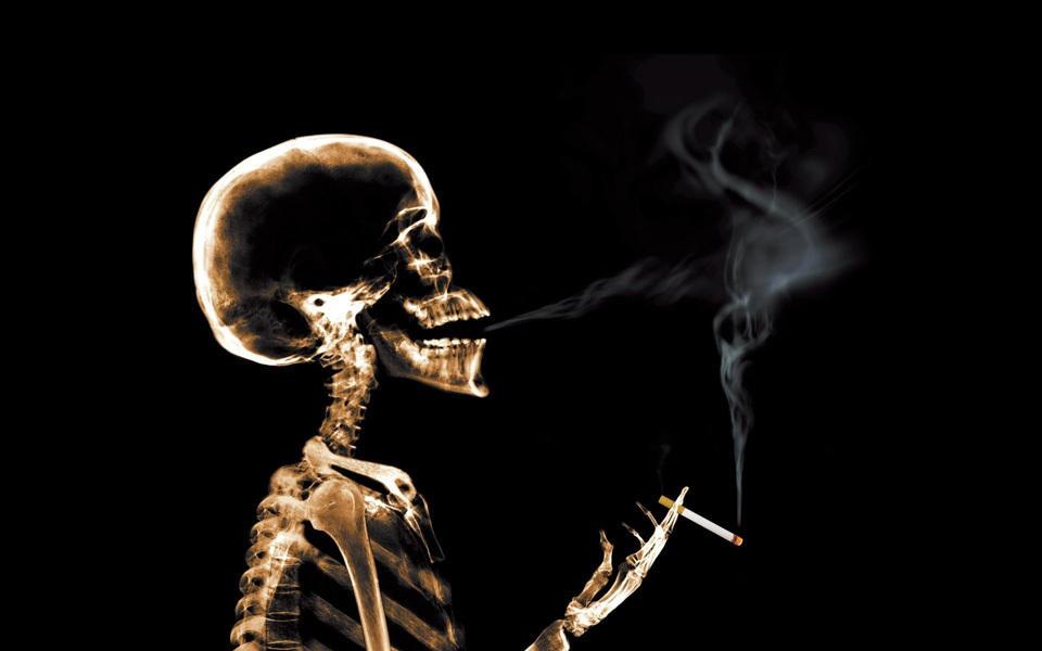 看看吸烟人的肺—— - 俊哥儿 - 俊哥儿的博客(热点透视军情解密名人真相)