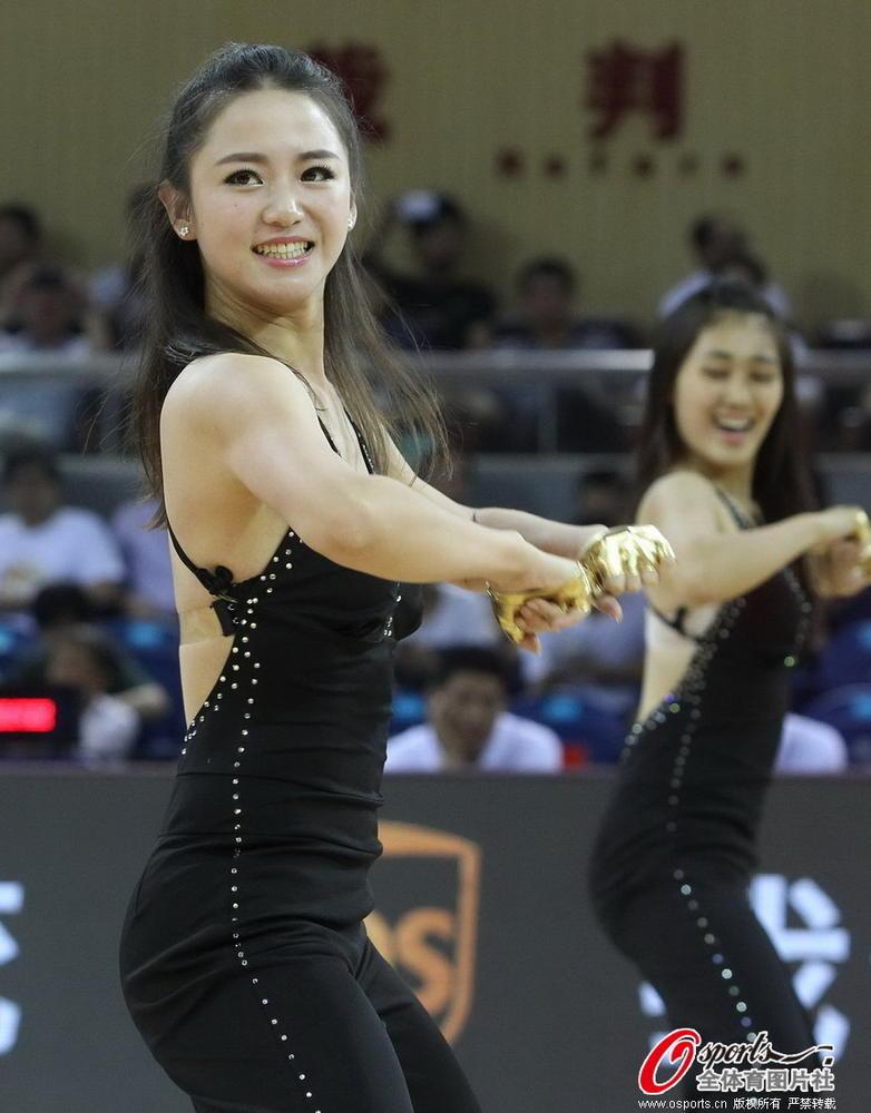 【cba】高清:啦啦队热舞助阵男篮