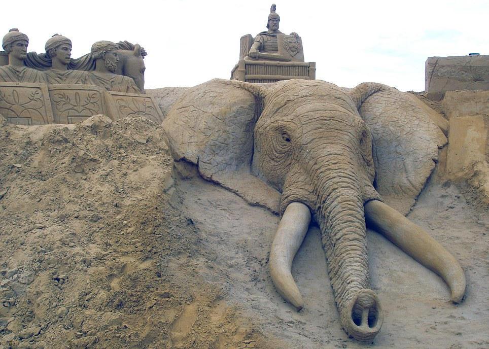 欧洲雕刻家夫妇环游世界 各地留下巨幅沙雕 - 孺子牛 - 年轮兮老者、博客矣犊仔