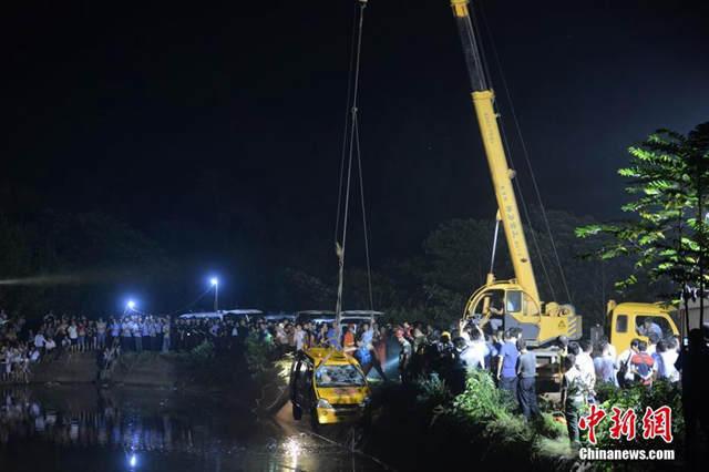 湘潭一幼儿园校车翻入水库 8名幼儿遇难 - 北方客 - 北方客