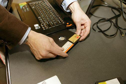 蓝点网http://www.landiannews.com十个濒临淘汰的技术:孩子们不会懂 MP3、台式机上榜