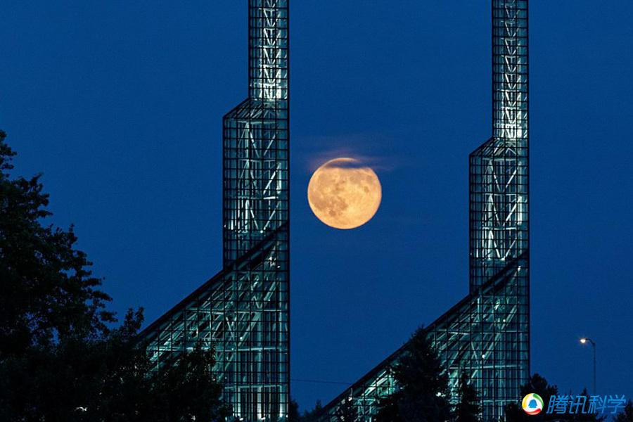 盘点世界各地超级月亮奇观