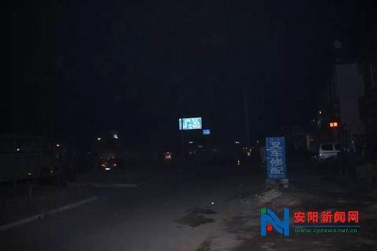 玄鸟以西文昌大道路灯不亮一片漆黑 市民出行胆颤心惊