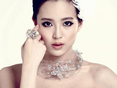 女人佩戴银饰的好处