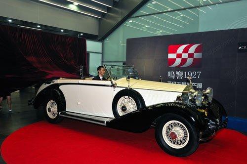 现场展出五辆世界顶级 劳斯莱斯 古董车,和数辆限量版古董名车车模