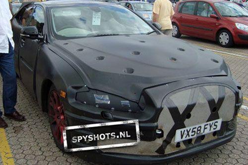 Jaguar the new XJ driving test spy illuminates