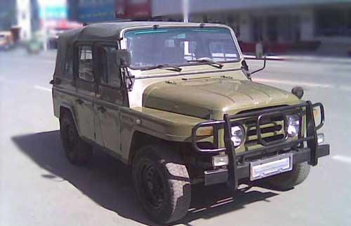 中国第一个中外合资汽车——北京吉普212高清图片