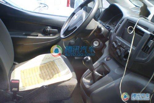 郑州日产现有一款   御轩   图库   商用车,排量都在2.0升以高清图片