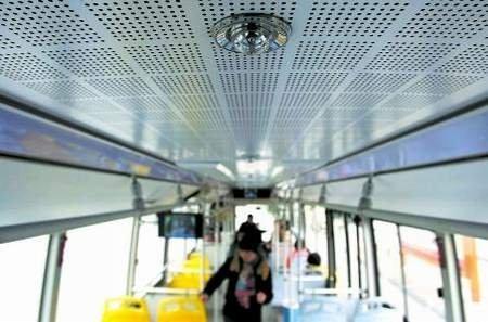 成都 全国首辆防火公交车运营60秒内灭火高清图片