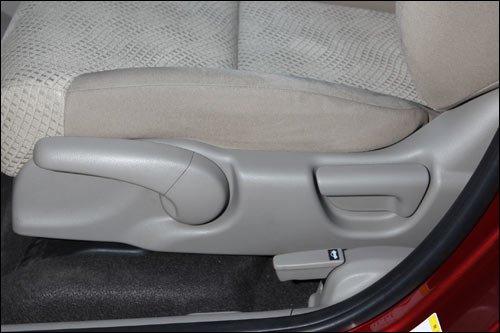 214 主驾驶席座椅调节键