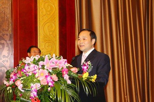 李书福调整吉利战略 2015年出口缩为1/2