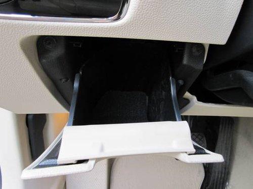 81.主驾驶席储物格(打开状态)