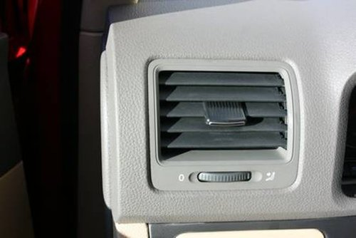 78.主驾驶席旁空调出风口