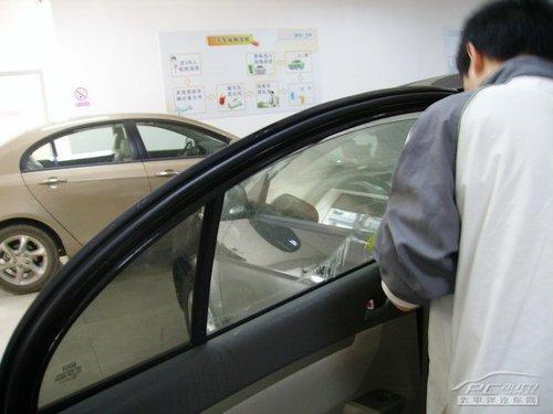 提升驾驭快感 体验雷朋汽车隔热膜