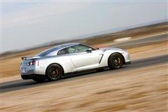 单圈定胜负 对比试驾三菱Evo/日产GT-R