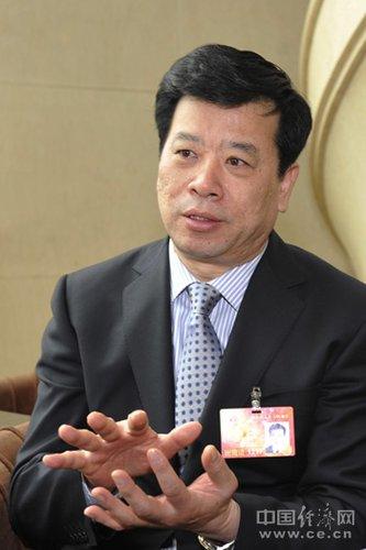 王金富:纯电动汽车发展存在三大瓶颈问题