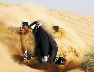 沙尘暴过后洗车 应注意先去尘土后擦洗