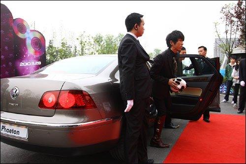 """大众辉腾赞助""""全球华语榜中榜""""官方用车"""