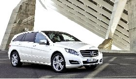北京车展亮相 奔驰发布2011款R级轿车