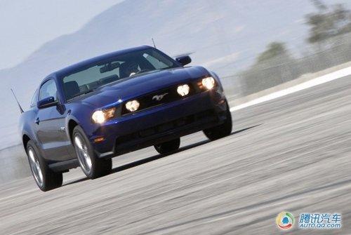 卡马洛克星 海外试驾2011款福特野马GT