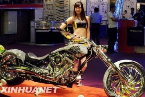 车模美女引爆展台 台北举办摩托车展(图)