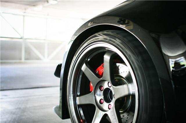 汽车轮胎扎了钉子 到底要不要换新的呢?