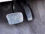 连续大力使用刹车 易导致制动系统发生故障