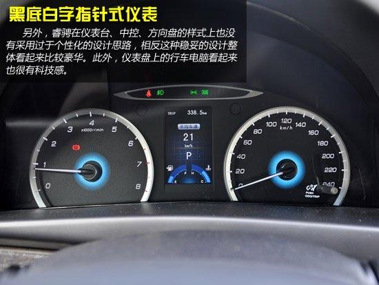 通过以上介绍,相信大家对长安睿骋的配置情况能有一个大概的了解。那么接下来,我们将会结合价格来进行详细对比。 首先我们来看下睿骋全系中的唯一两款2.0L VVT车型。睿骋2.0L VVT 6MT舒适型是全系中唯一的手动车型,该车售价为10.98万元,而2.0L VVT 6AT豪华型售价比2.0L VVT 6MT舒适型贵了1.