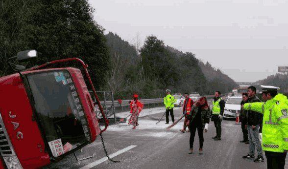 跑高速遇前面车急刹车咋办?