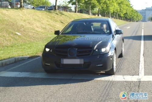 新款奔驰C级轿跑车曝光 明年初海外上市