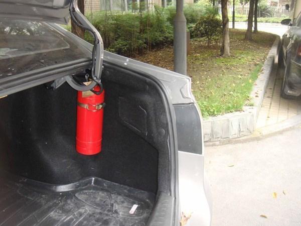 请把这11件物品永远放在车内,关键时刻能救命