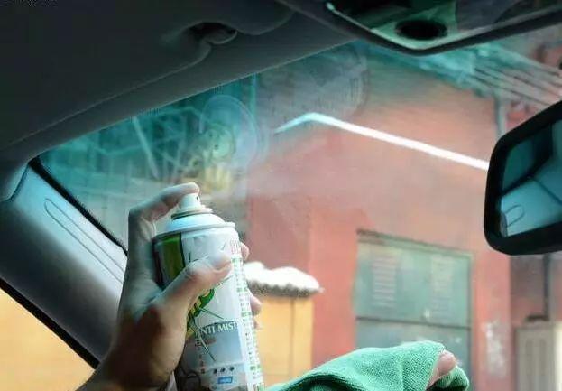 车窗容易起雾 四个办法教你轻松除雾