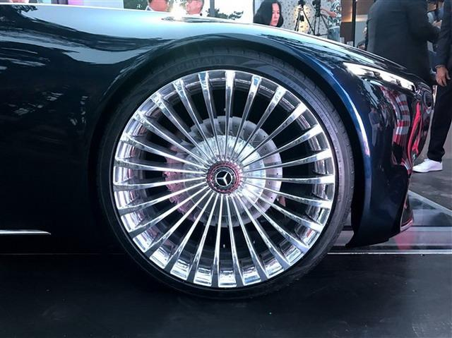 富豪们多了新选择 迈巴赫6敞篷版观点车亮相