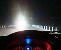 夜间行车,会车时用近光灯