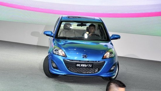 长安悦翔V5车展发布 将于今年下半年上市