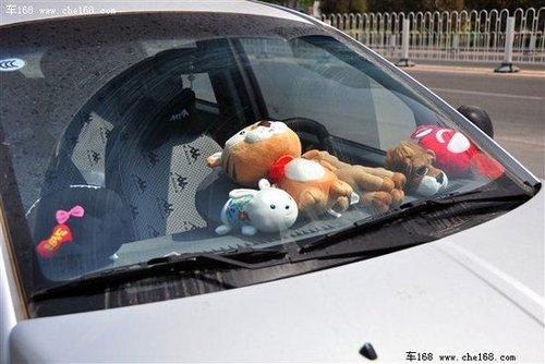 实车示例 各种车内装饰物引发安全问题