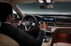宝马第四代iDrive手势驾驶系统