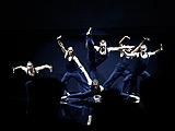 发布会现场活力动感的舞蹈表演