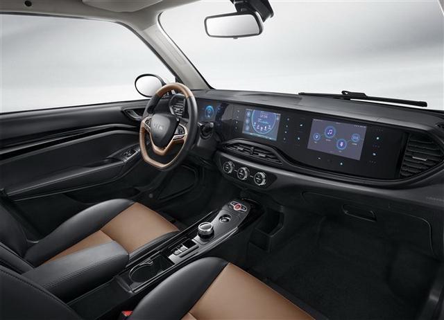 三联屏设计比奔驰还豪气 国产版smart将上市